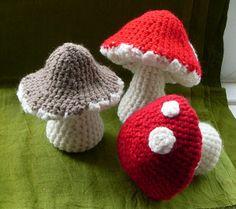 ˜One piece toadstool, found on : https://cultofcrochet.wordpress.com/2011/06/30/one-piece-toadstool/