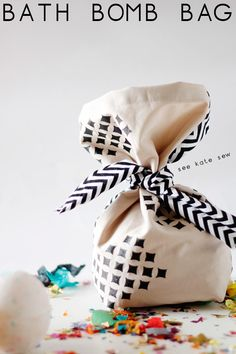 bath fizzies gift bag tutorial // see kate sew