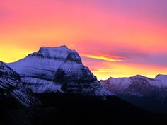 http://t.wallpaperweb.org/wallpaper/nature/1600x1200/snowy_mountains06.jpg