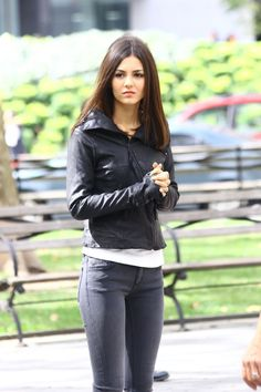 Victoria Justice spotted on set of #EyeCandy in NYC - http://celebs-life.com/?p=36296