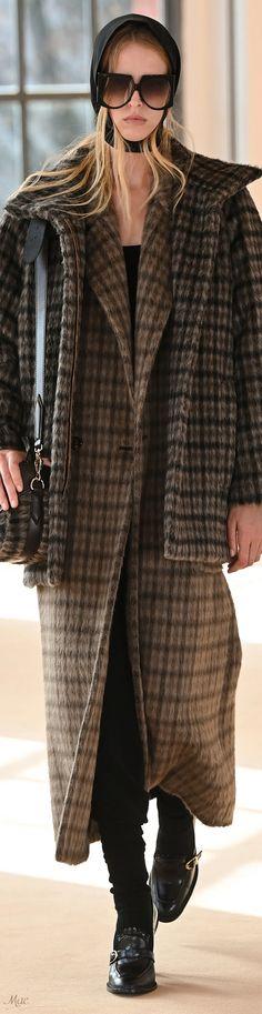 Fall 2021 RTW Max Mara Capes, Eye For Beauty, Italian Fashion, Max Mara, Business Fashion, I Dress, Autumn Fashion, Womens Fashion, Fashion Trends