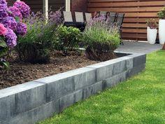 Maak verhoogde borders in uw tuin met deze antraciet stapel blokken 15x15 cm