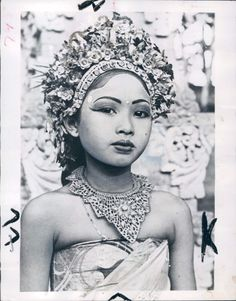 Early teen Ni Gusti Raka. She is one of the most prominent dancers of Bali and has great influence of Balinese art