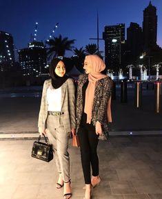 Where to shop work clothes for modern working women Modern Hijab Fashion, Street Hijab Fashion, Hijab Fashion Inspiration, Muslim Fashion, Look Fashion, Modest Fashion, Fashion Outfits, Casual Hijab Outfit, Hijab Chic
