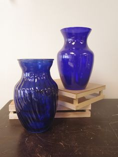 Here are some vases that are beautiful in blue! www.bloominggalsbouquets.com http://on.fb.me/1BT3HNz