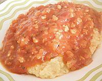 Polenta com molho de legumes e proteína de soja