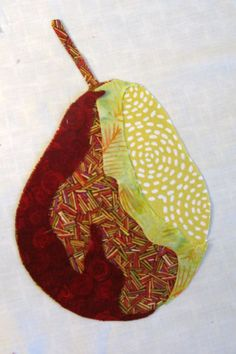 Fabric collage is a technique used often in art quilts. Learn how to create a layered, three dimensional look collage from a photograph with this step-by-step tutorial. Fabric Painting, Fabric Art, Fabric Crafts, Quilt Tutorials, Art Tutorials, Foto Quilts, Collage Kunst, Collage Foto, Fiber Art Quilts