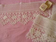 Birbirinden güzel tığ işi dantel pike… Here are examples of pike lace. We prepared beautiful crochet lace pique sets. Examples of old canvases Crochet Edging Patterns, Crochet Lace Edging, Crochet Borders, Crochet Squares, Cotton Crochet, Thread Crochet, Love Crochet, Filet Crochet, Irish Crochet