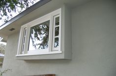 simple exterior of bump out window Cat Window, Window Ledge, Front Windows, Small Windows, Condo Remodel, Kitchen Remodel, Greenhouse Kitchen, Small Condo, Garden Windows