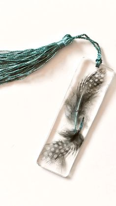 Feather Bookmarks - - Feather Bookmarks for the book lover # Lesezeichen Diy Resin Art, Epoxy Resin Art, Diy Resin Crafts, Diy Arts And Crafts, Jewelry Crafts, Handmade Jewelry, Resin Jewelry Tutorial, Resin Jewelry Making, Resin Tutorial