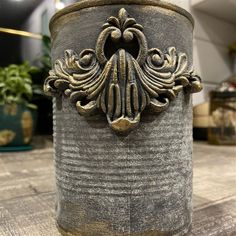 Clay Mold Appliques for Tin Can Planters: A Vintage Craft - Unique Balcony & Garden Decoration and Easy DIY Ideas Easy Crafts To Make, Tin Can Crafts, Metal Crafts, Easy Diy, Cottage Crafts, Country Crafts, Tin Can Alley, Balcony Decoration, Iron Orchid Designs