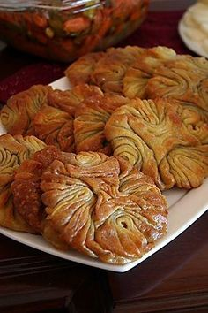 Gül Tatlısı / Turkish rose pastry dessert with sugar water, stuffed with crushed walnuts Turkish Recipes, Greek Recipes, Turkish Sweets, Middle Eastern Desserts, Funnel Cakes, Mediterranean Dishes, Bread And Pastries, Arabic Food, Pavlova