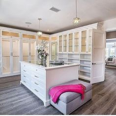 14 Walk In Closet Designs For Luxury Homes Fantastic luxury closets for your Master Bedroom. Walk In Closet Design, Bedroom Closet Design, Master Bedroom Closet, Closet Designs, Bedroom Closets, Wardrobe Design, Master Bedrooms, Master Bath, Dressing Room Closet