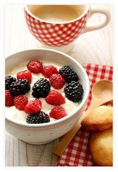 Simple food, great presentation --> Greek yoghurt w/ berries ;)