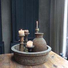 Vandaag op het havenfestival in Alblasserdam deze mooie houten bak gespot. Geen pinapparaat aanwezig... Wat zegt ze: ' neem maar mee, maak het thuis maar over'. Nou ja zeg, waar vind je dat nog vandaag de dag. De bak staat inmiddels te pronken op m'n eettafel en het geld is overgemaakt #styling #houtenbak #vertrouwen #stoer #decoration #decoratie #mypic #myhouse #mijnwoonkamer #rustentiek #roosjeshome#dewemelaertop5