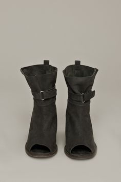 Humanoid shoes