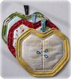 Apple potholder by Charise Creates