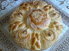 Ново моделче погача:) - За дома - www.zadoma.com Pie Crust Designs, Bread Recipes, Cooking Recipes, Christmas Bread, Bread Shaping, Bread And Pastries, Food Decoration, Artisan Bread, Food Humor