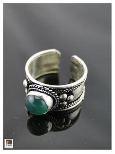 Bague ethnique tibétaine - Cadeaux d'Asie Turquoise Bracelet, Silver Rings, Bracelets, Jewelry, Ethnic, Asia, Gifts, Objects, Jewlery