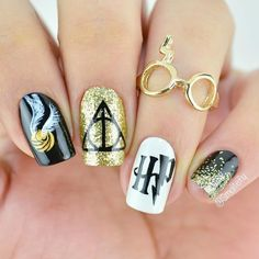 - 24 Best Harry Potter Fan Art Nails: Enchant Your Manicure - . - 24 Best Harry Potter Fan Art Nails: Enchant Your Manicure – # HarryPotterFanArtNails Harry Potter Nail Art, Fanart Harry Potter, Harry Potter Nails Designs, Harry Potter World, Harry Potter Makeup, Cute Nails, Pretty Nails, Nail Manicure, Nail Polish