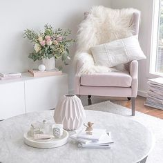 Pretty details from justine ash stylist 👈🏻 with our large round marble tray by Home Office Design, Interior Design Living Room, Room Interior, Feminine Decor, Marble Tray, Boho Bedroom Decor, Minimalist Bedroom, Minimalist Living, Living Room Inspiration