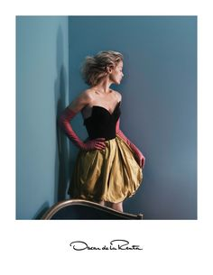 Introducing the Oscar de la Renta Fall 2015 ad campaign featuring iconic American model Carolyn Murphy. The campaign was shot in New York City by photographer David Sims and collaborated creatively on with Alex White. Hair by Guido Palau and makeup by Diane Kendal.