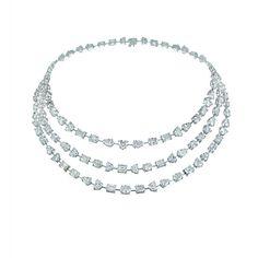 "Chopard imagine les bijoux du film ""Diana"" http://www.vogue.fr/joaillerie/red-carpet/diaporama/lady-diana-naomi-watts-chopard-film-diana/11016#!5"