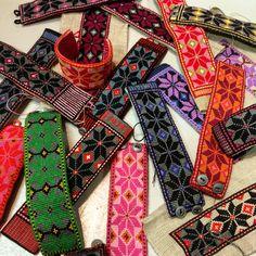 Embroidery Bracelets Make your own crosstitch bracelet. Pattern from Växbo Lin Learn Embroidery, Embroidery Thread, Beaded Embroidery, Embroidery Patterns, Cross Stitch Patterns, Textile Jewelry, Fabric Jewelry, Make Your Own Bracelet, Embroidery Bracelets