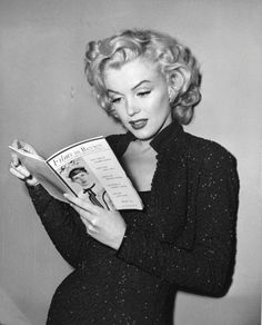 Marilyn, as beautiful as ever. Loving this look on marilyn monroe. the hair, the makeup, the dress. Marylin Monroe, Marilyn Monroe Fotos, Joe Dimaggio, Hollywood Glamour, Classic Hollywood, Old Hollywood, Rockabilly, Jerry Lewis, Divas