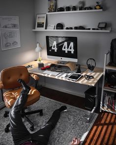 What time do you usually finish working? - ⭐ Save the design ⭐ - Follow @smartminimalism for more desk design! - Credi
