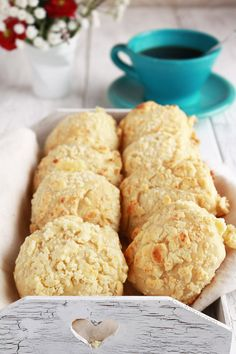 Filipino Cheese Bread is popular breakfast or afternoon snack. It is sweet and milky unlike other cheese bread there is! | www.foxyfolksy.com