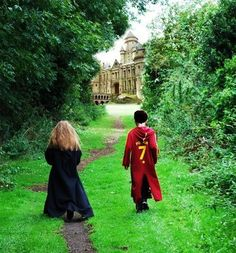 This is so adorable! Harry and Hermione on their way to Hogwarts Saga Harry Potter, Harry Potter Magic, Images Harry Potter, Harry Potter Books, Harry Potter Love, Harry Potter Universal, Harry Potter World, Emma Watson, Harry Y Hermione