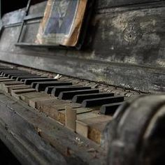 """in-creible: """" El piano sin musico. The piano without musician. Abandoned Mansions, Abandoned Buildings, Abandoned Places, Piano Y Violin, Piano Keys, Piano Music, Piano Room, Piano Man, Frases"""