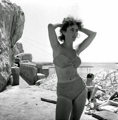 elizabeth taylor at 17, Cap D'Antibes 1949