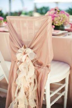 decoration chaise mariage avec ruban beige et rose
