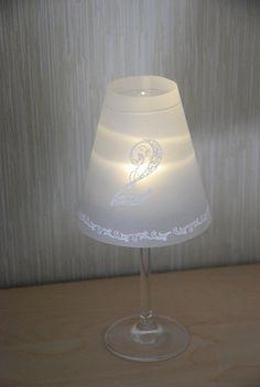 Weinglas-Lampenschirm mit Tischnummer von Cardlove.de auf DaWanda.com