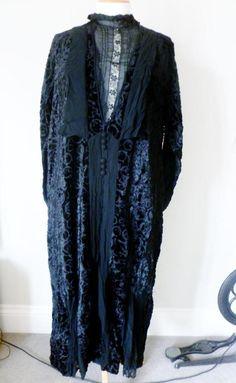 Stunning Original Antique Edwardian Black Embossed Velvet & Lace Dress c1910