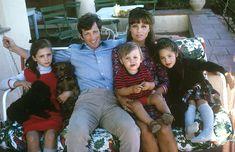 @parismatch_magazine Un jour en #France - #1964 - #JeanPaulBelmondo en vacances dans le midi en famille avec son épouse Elodie et leurs trois enfants: Patricia, Florence et Paul. Photo: François Pages/ #ParisMatch - Plus d'#archives sur @parismatch_vintage