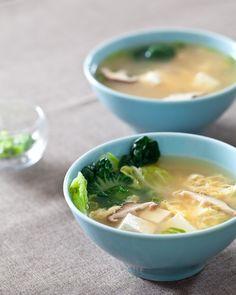 Tofu and Mushroom Miso Soup from Steamy Kitchen. http://punchfork.com/recipe/Tofu-and-Mushroom-Miso-Soup-Steamy-Kitchen