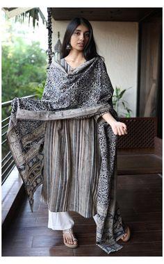 Indian Attire, Indian Wear, Indian Outfits, Kalamkari Kurta, Desi Wear, Dress Indian Style, Indian Designer Outfits, Indian Fashion, Punk Fashion