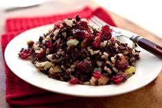 Wild rice stuffing with apples, pecans and cranberries (Photo: Andrew Scrivani for The New York Times)