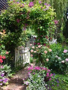 Beautiful Small Cottage Garden Design Ideas For Backyard Inspiration #gardenideas #gardendesignideas » GoFaGit.Com - GoFaGit.Com