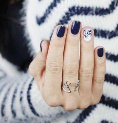 DIY Nail Art Designs :: Natural + Simple :: Summer :: Beach Boho :: See more Unt. - - DIY Nail Art Designs :: Natural + Simple :: Summer :: Beach Boho :: See more Untamed Bohemian Nail Inspiration sencillas 40 Inspirational Winter Nails Designs 2017 Chic Nail Designs, Nail Designs 2017, Accent Nail Designs, Fingernail Designs, Blue Nail Designs, Pedicure Designs, Manicure Ideas, Navy Nail Art, Navy Nails