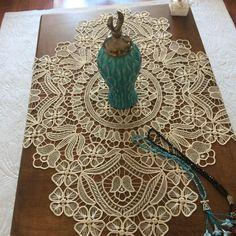 Lace Anglez Living Room Sets-Dantel Anglez Salon Takımları New Lace Example to lace # Iğneoya of - Hungarian Embroidery, Learn Embroidery, Hand Embroidery, Filet Crochet, Crochet Motif, Crochet Yarn, Doilies Crochet, Doily Patterns, Embroidery Patterns