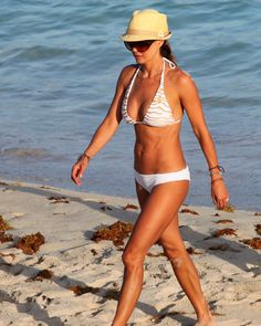 Can you believe that Brooke Burke is 40?!