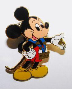 Mickey pin trading Disney pin