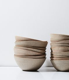 Inexpensive, elegant and versatile, pottery is a worthwhile addition to your home, and you should definitely consider getting some for your interior design project. Pottery is used to decorate diff… Stoneware Dinnerware, Ceramic Tableware, Ceramic Clay, Porcelain Ceramics, Ceramic Bowls, Painted Porcelain, Kitchenware, Fine Porcelain, China Dinnerware