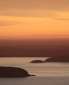 """https://flic.kr/p/oY9apD   Maine Sunrise   Taken from Cadillac Mt. in Acadia Nat'l Park. Aug. 2015; """"Judge's Favorite"""" on ViewBug."""