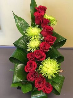 Lovely Rose Arrangement Ideas For Valentines Day 30 - идеи - Arranjos Valentine Flower Arrangements, Tropical Flower Arrangements, Church Flower Arrangements, Tropical Flowers, Purple Flowers, Valentine Flowers, Cactus Flower, Exotic Flowers, Yellow Roses