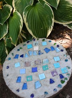 DIY Stepping Stone from @Cindy Hopper for @Lowe's